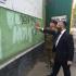 """Valery Zagorodniy, ordförande för UNSD, hjälper i en gemensam manifestation församlingens rabbin att måla över texten: """"Död åt judarna""""."""