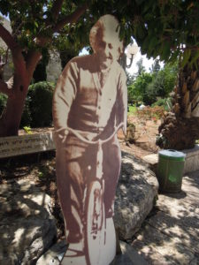 Albert Einstein som pappfigur i Hebreiska Universitetets park