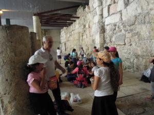 Judiska barn i den äldsta delen av Cardo
